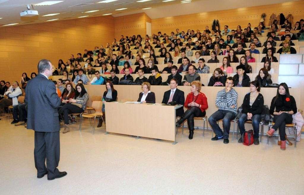 Főiskola, egyetem